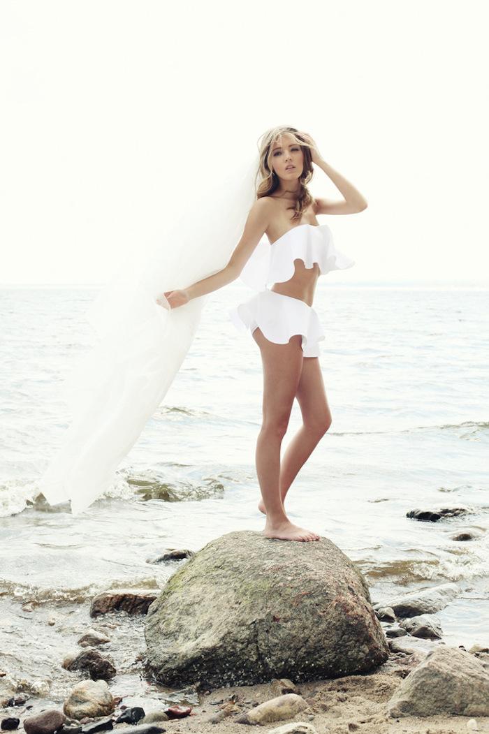 Wyjątkowe suknie ślubne. Zobacz ślubne bikini autorstwa Karoliny Twardowskiej, zaprojektowane na potrzeby sesji zdjęciowej dla magazynu WEDDING.
