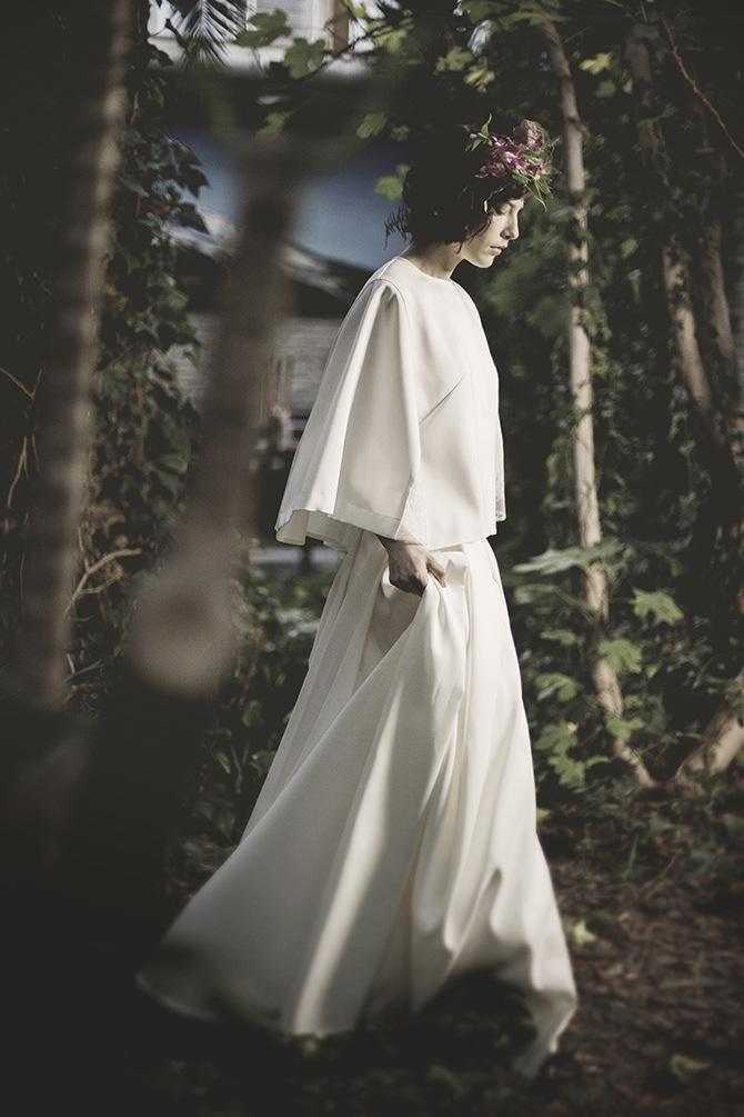 Elegancka suknia ślubna Karolina Twardowska Atelier. Odważna Margot z długim, rozkloszowanym dołem.