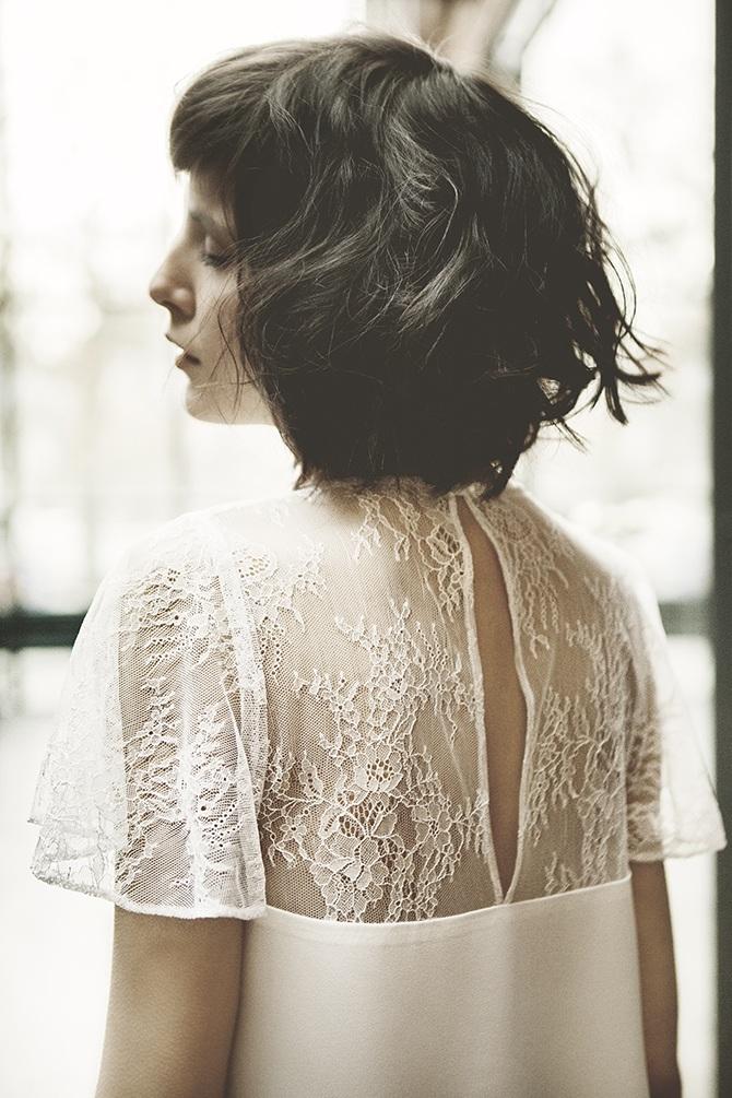 Krótka suknia ślubna Karolina Twardowska Atelier. Mathilde to idealny model dla romantyczek i kobiet, które lubią odsłaniać swoje nogi.